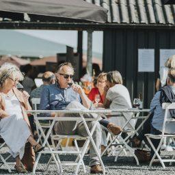 Drinking-wine-terrace-social-event-bas-huisman-reestlandhoeve