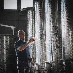 wine-barrel-inspection-bas-huisman-reestlandhoeve